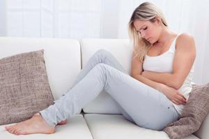 Почему от месячных живот сильно болит